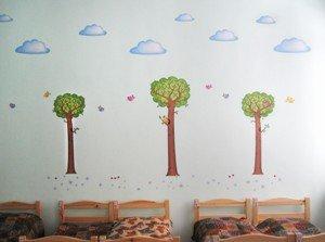 Украшение наклейками спальни в детском саду