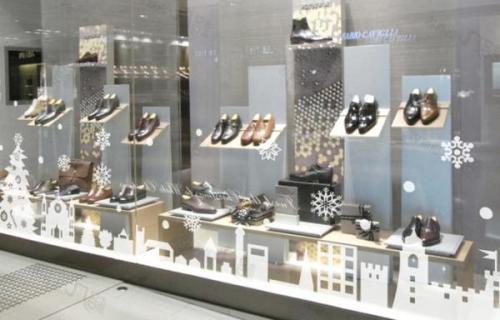 Как украсить витрину обувного магазина к Новому году