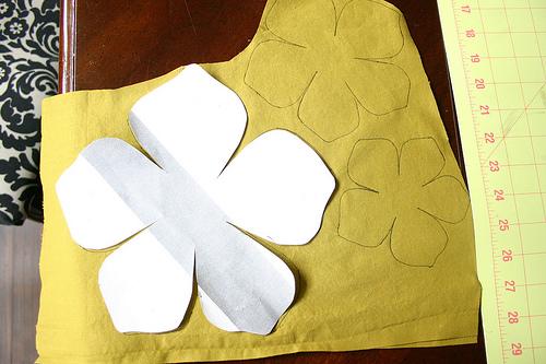 Из бумаги делаем шаблон маленький