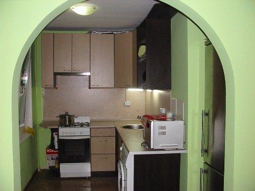 Арка между гостиной и кухней